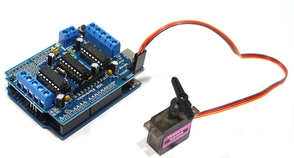 Drive Servo Motor w/ Arduino L293D Shield